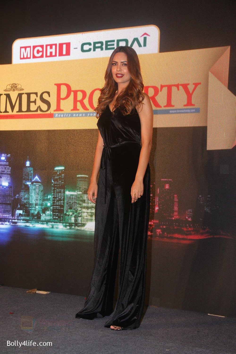 Esha-Gupta-at-Times-Property-event-on-8th-Oct-2016-34.jpg