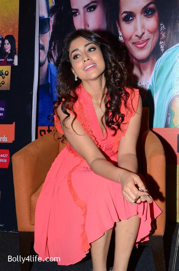 shriya_saran_republic_hindu_coalition_rhc_charity_concert_press_meet_stills_3ab7aba.jpg