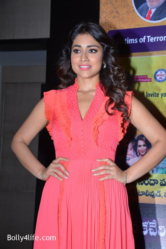 shriya_saran_republic_hindu_coalition_rhc_charity_concert_press_meet_stills_11edf37.jpg