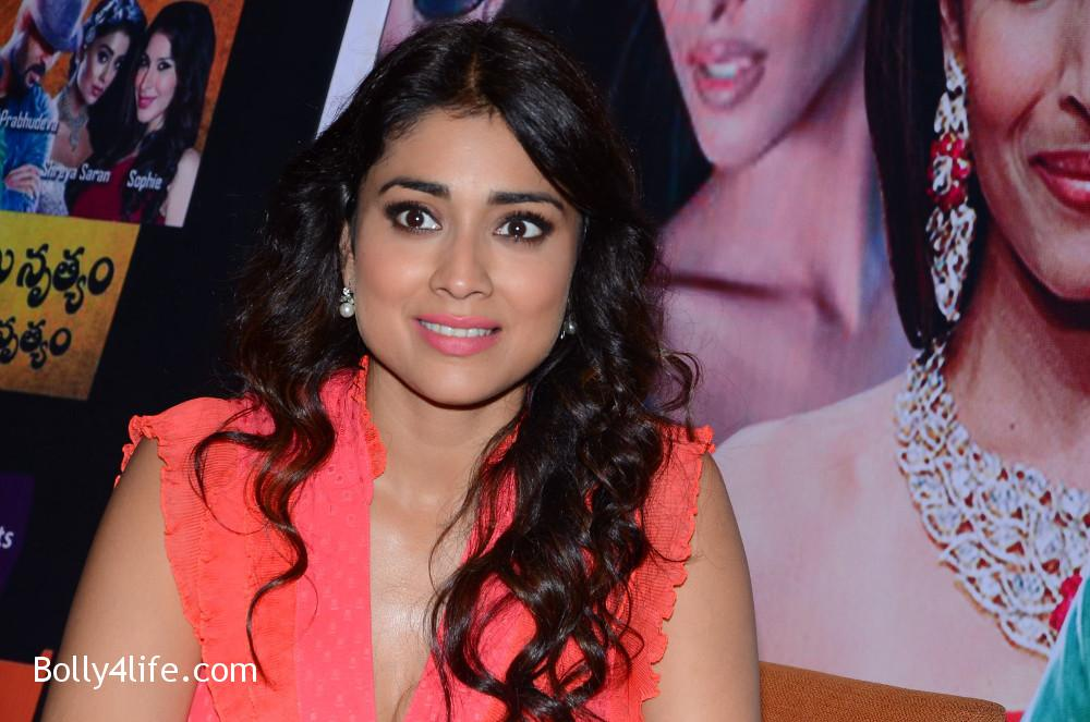 shriya_saran_republic_hindu_coalition_rhc_charity_concert_press_meet_stills_92cfb4d.jpg