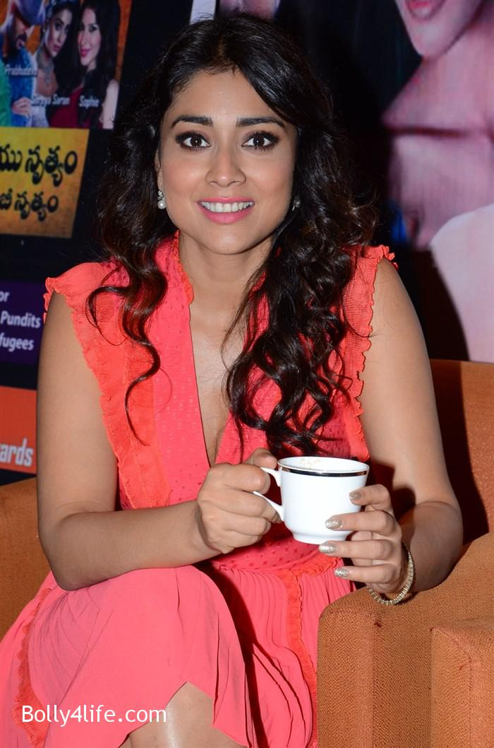 shriya_saran_republic_hindu_coalition_rhc_charity_concert_press_meet_stills_1618e68.jpg