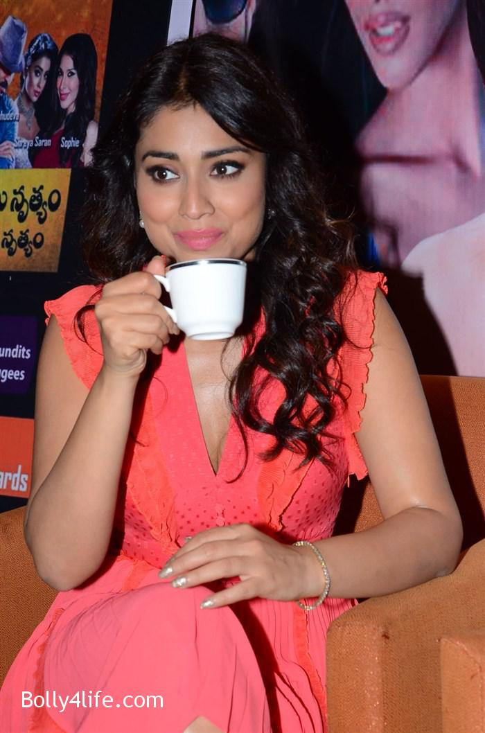 shriya_saran_republic_hindu_coalition_rhc_charity_concert_press_meet_stills_7081ba5.jpg
