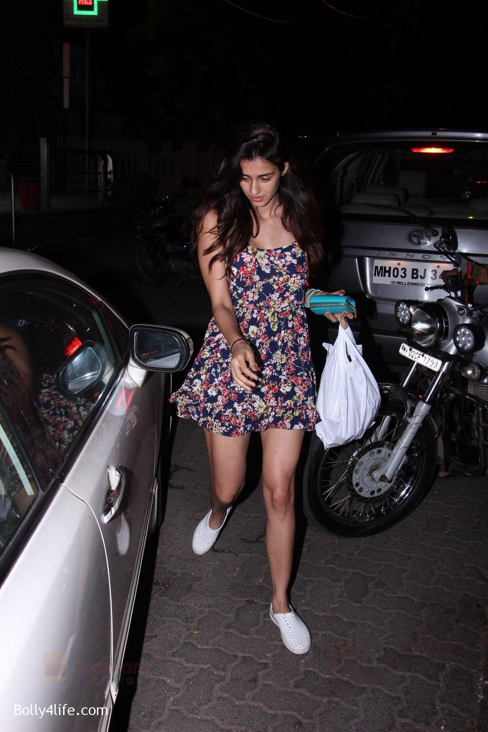 Disha-Patani-snapped-on-10th-Oct-2016-9.jpg