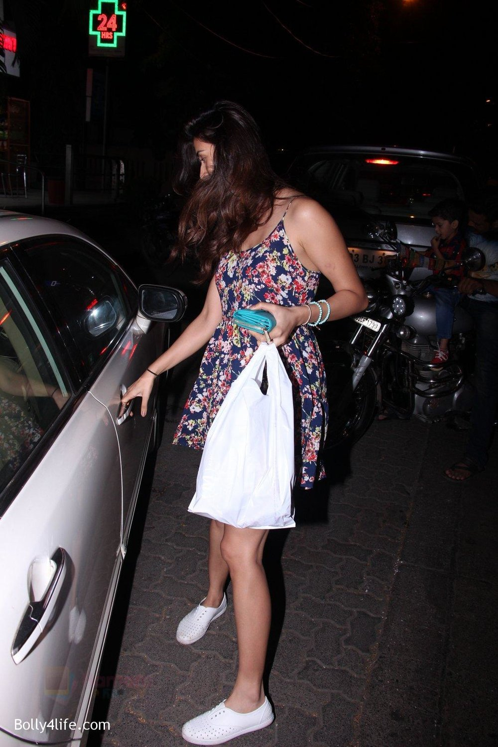 Disha-Patani-snapped-on-10th-Oct-2016-13.jpg