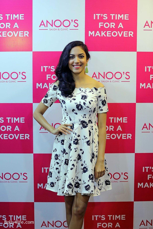 Actress-Ritu-Varma-Launch-Anoos-Salon-at-Vizag-1.jpg