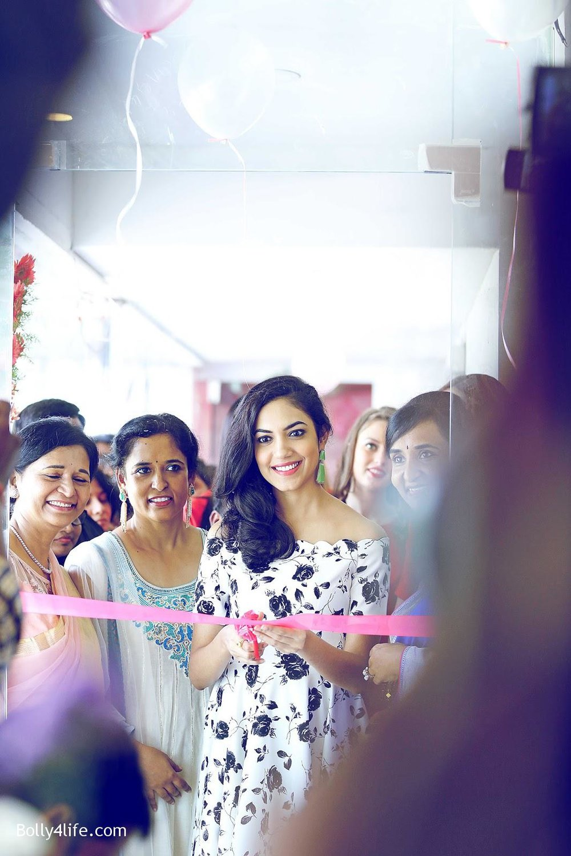 Actress-Ritu-Varma-Launch-Anoos-Salon-at-Vizag-2.jpg