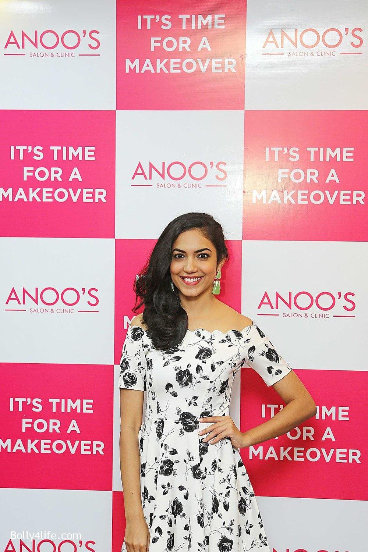 Actress-Ritu-Varma-Launch-Anoos-Salon-at-Vizag-4.jpg