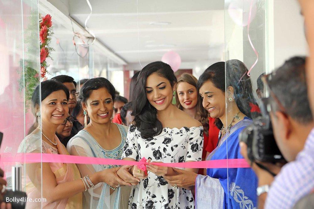 Actress-Ritu-Varma-Launch-Anoos-Salon-at-Vizag-7.jpg