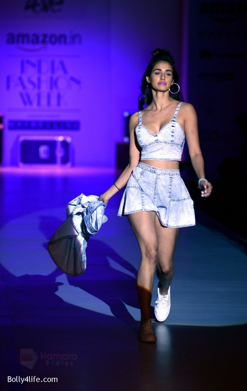 Disha-Patani-at-Love-Genration-show-on-12th-Oct-2016-20.jpg