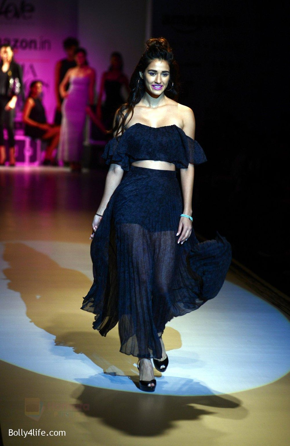 Disha-Patani-at-Love-Genration-show-on-12th-Oct-2016-30.jpg