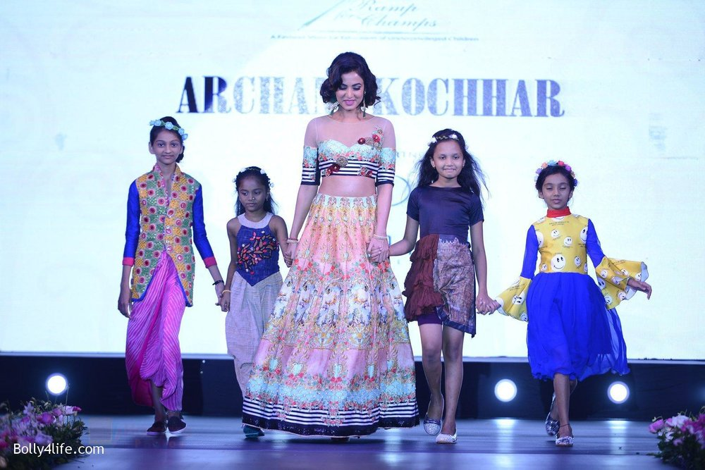 Sonal-Chauhan-at-Smile-Foundation-charity-fashion-show-on-13th-Oct-2016-239.jpg