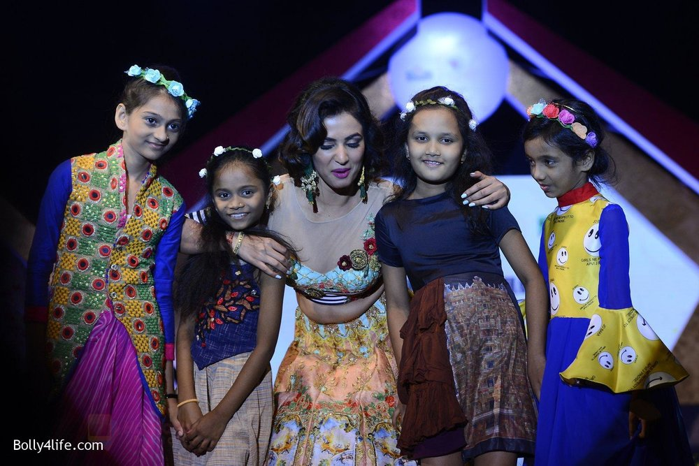 Sonal-Chauhan-at-Smile-Foundation-charity-fashion-show-on-13th-Oct-2016-244.jpg