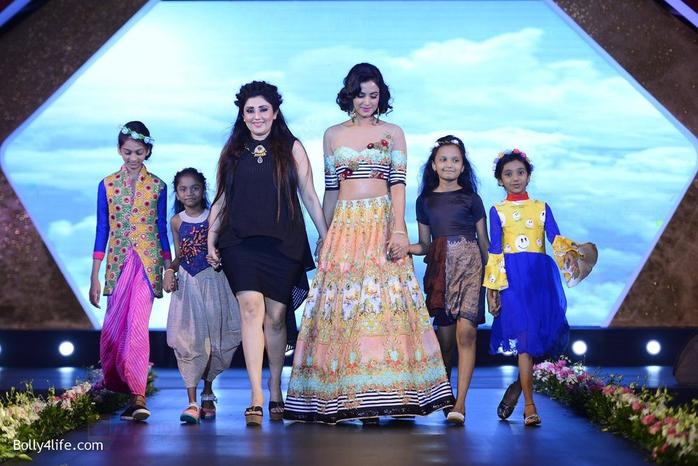 Sonal-Chauhan-at-Smile-Foundation-charity-fashion-show-on-13th-Oct-2016-247.jpg