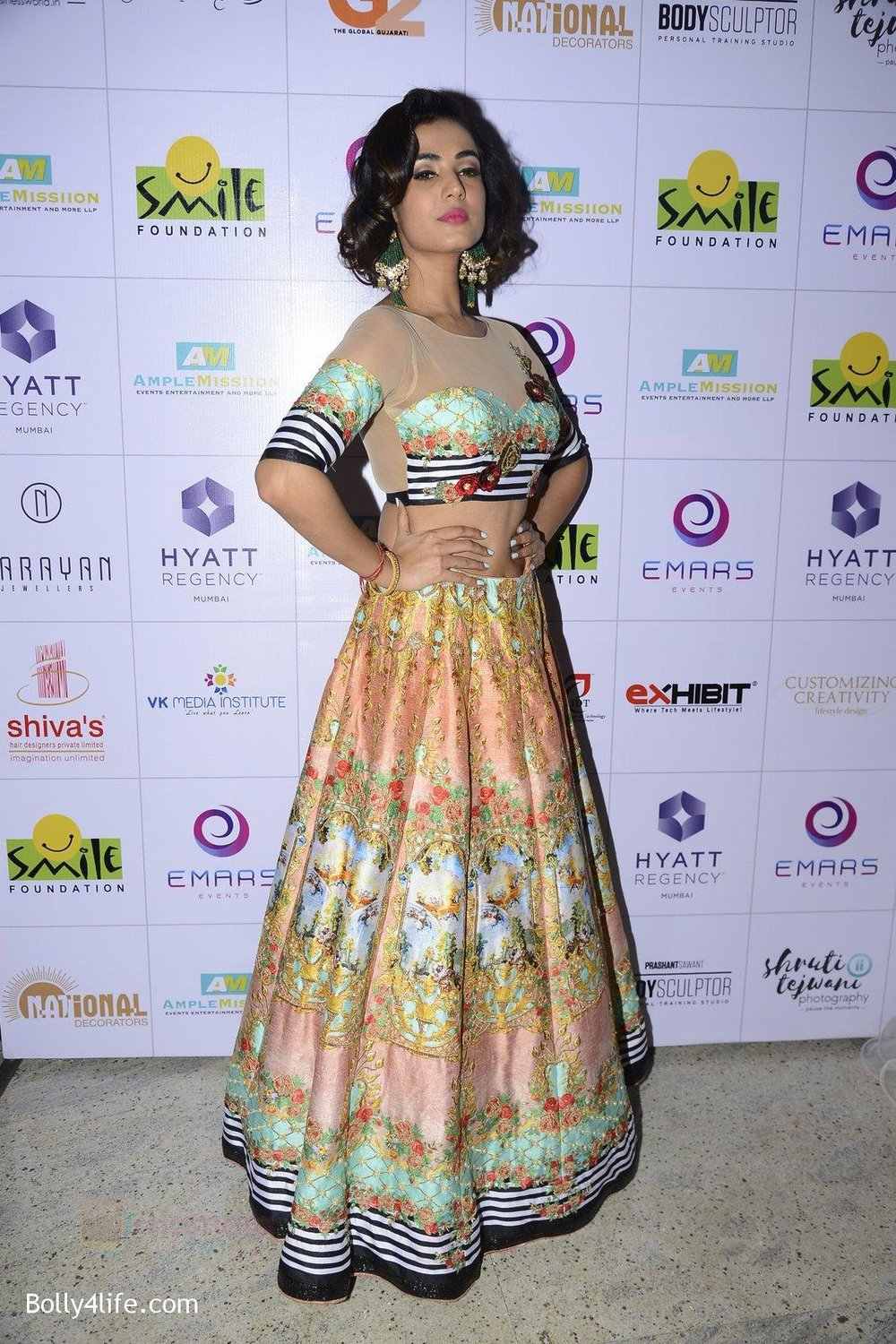 Sonal-Chauhan-at-Smile-Foundation-charity-fashion-show-on-13th-Oct-2016-255.jpg