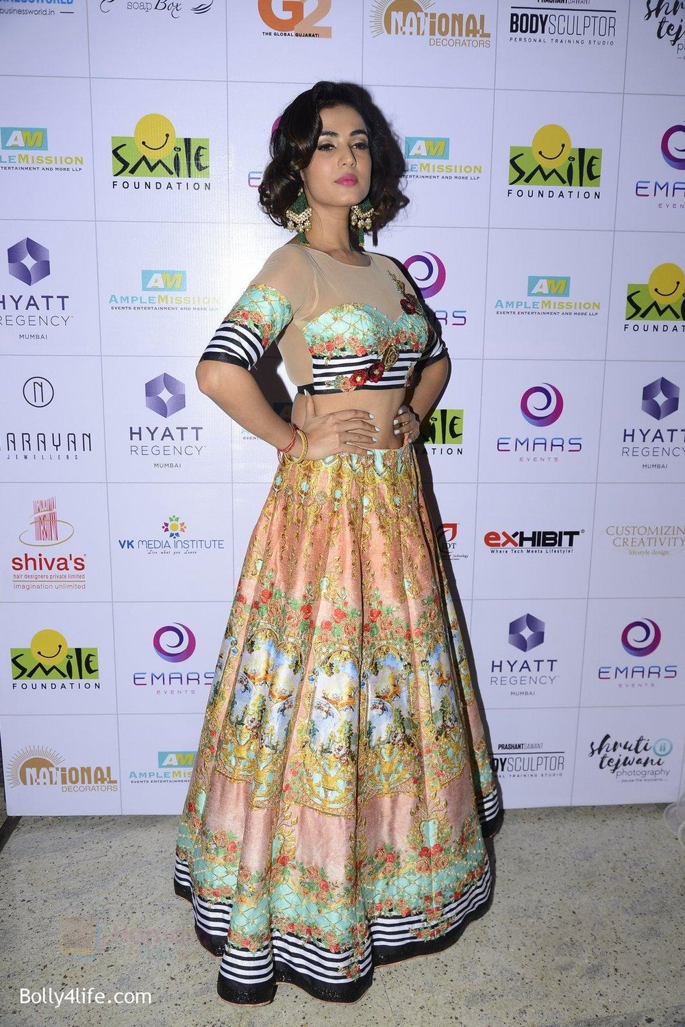 Sonal-Chauhan-at-Smile-Foundation-charity-fashion-show-on-13th-Oct-2016-256.jpg