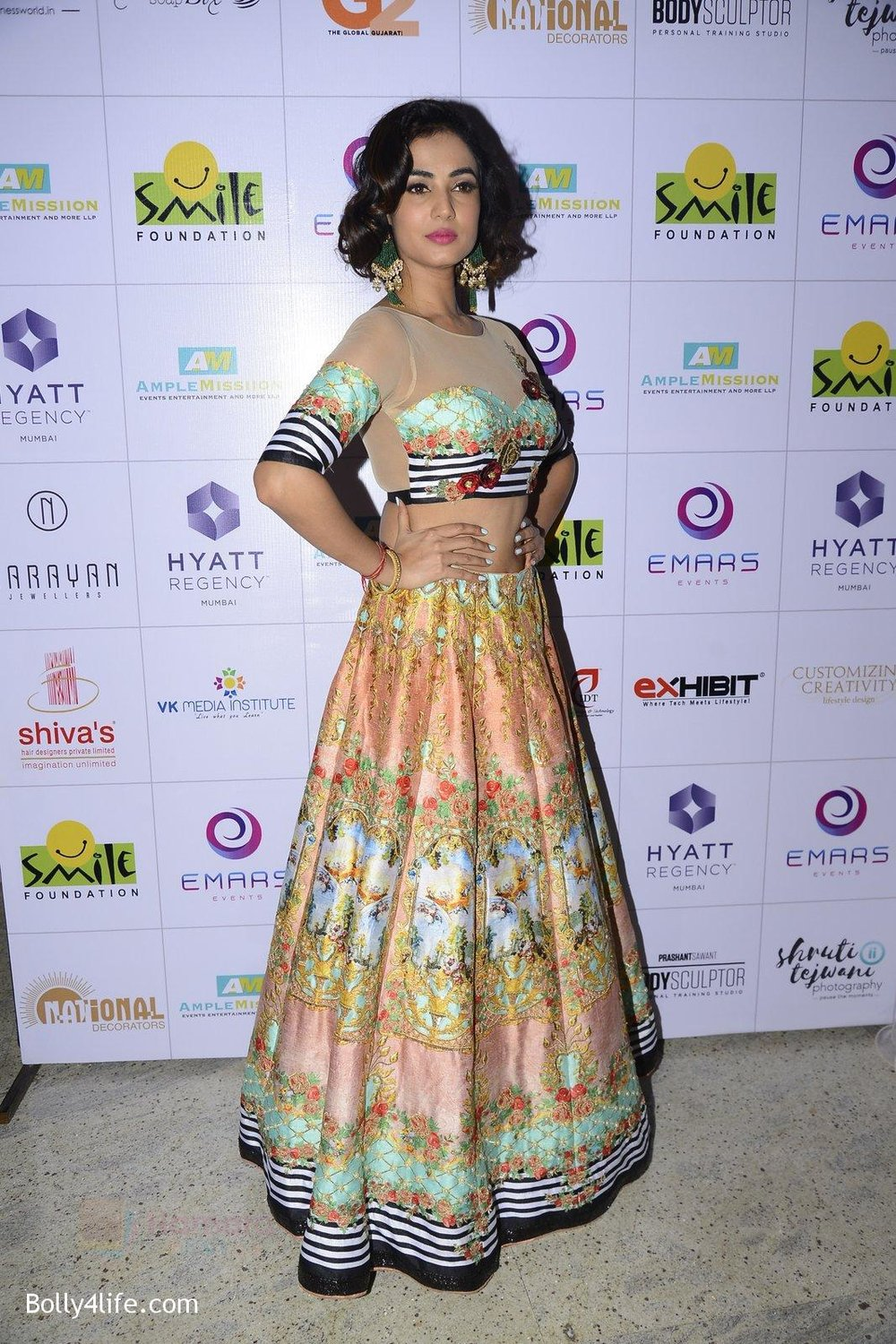Sonal-Chauhan-at-Smile-Foundation-charity-fashion-show-on-13th-Oct-2016-259.jpg