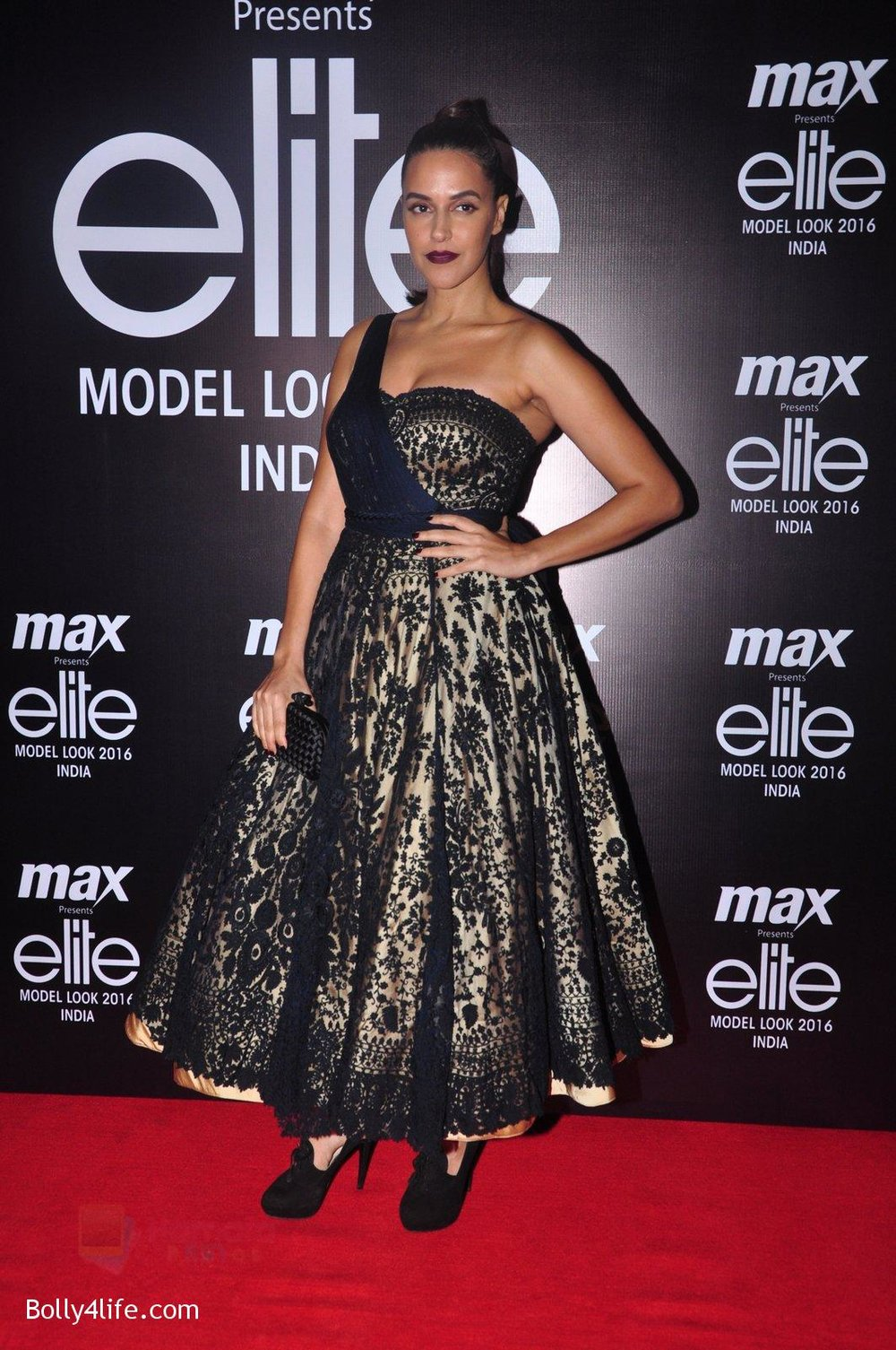 Neha-Dhupia-at-Max-Elite-contest-on-14th-Oct-2016-20.jpg