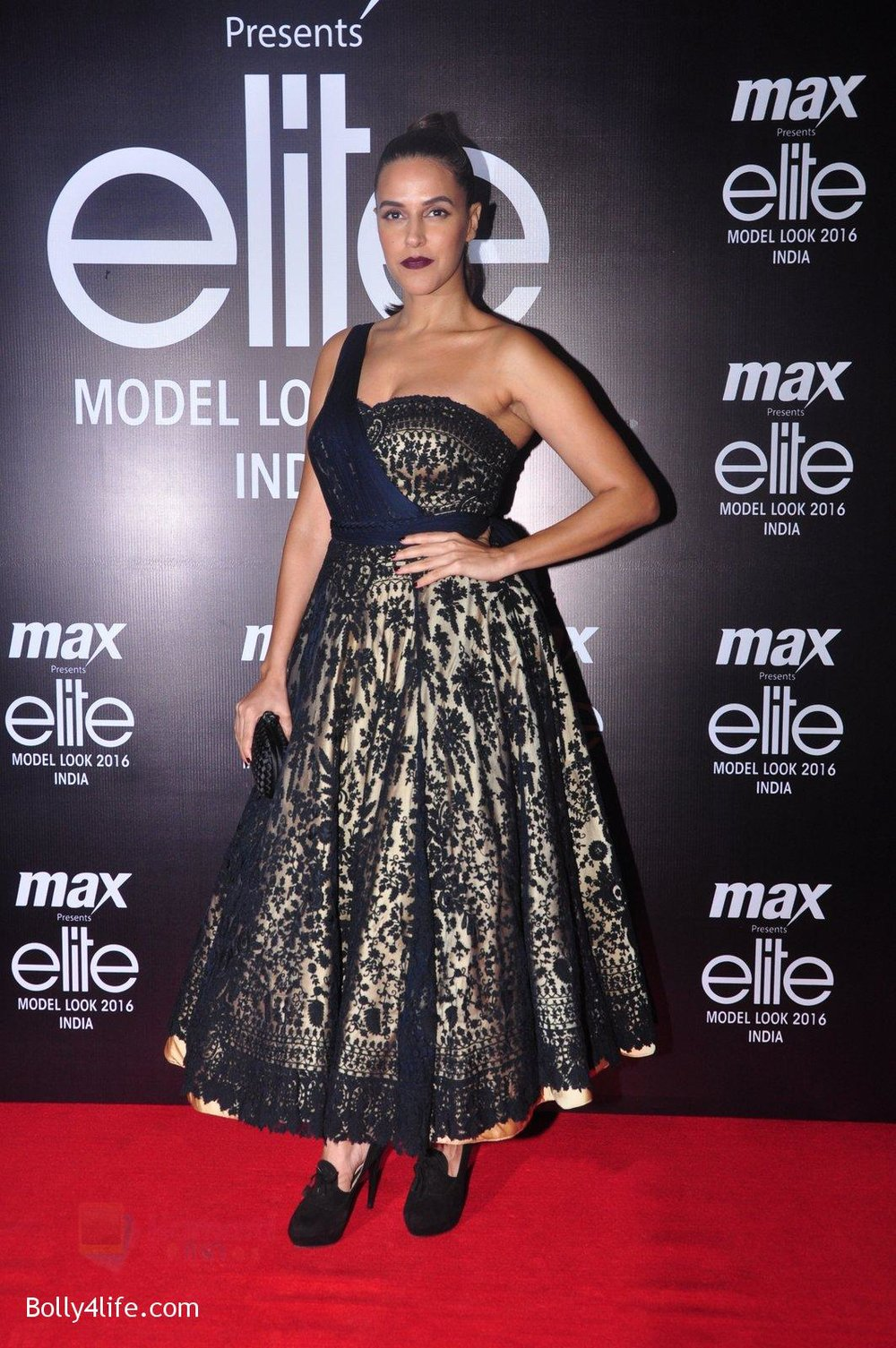 Neha-Dhupia-at-Max-Elite-contest-on-14th-Oct-2016-25.jpg