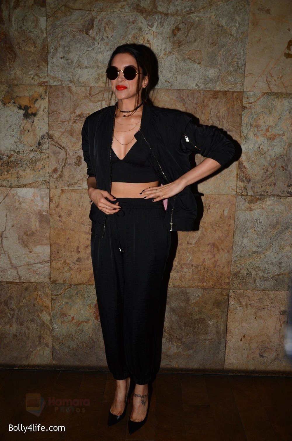 Deepika-Padukone-snapped-at-the-screening-in-lightbox-on-14th-Oct-201637.jpg