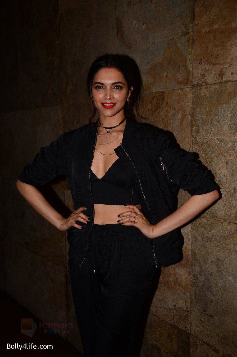 Deepika-Padukone-snapped-at-the-screening-in-lightbox-on-14th-Oct-201656.jpg
