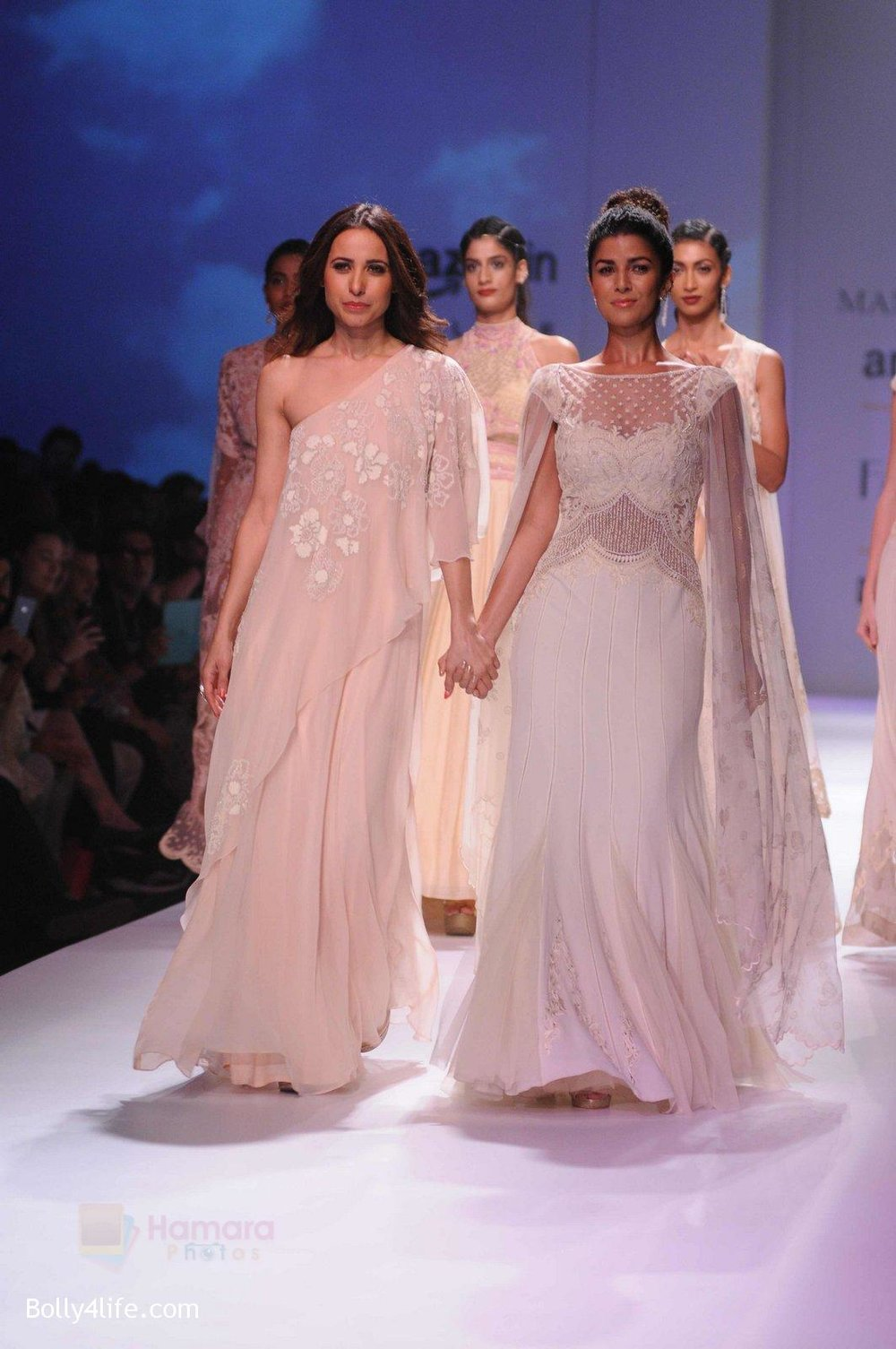 Nimrat-Kaur-walk-the-ramp-for-Mandira-Wrik_s-show-at-Amazon-India-Fashion-Week-on-15th-Oct-2016-3.jpg