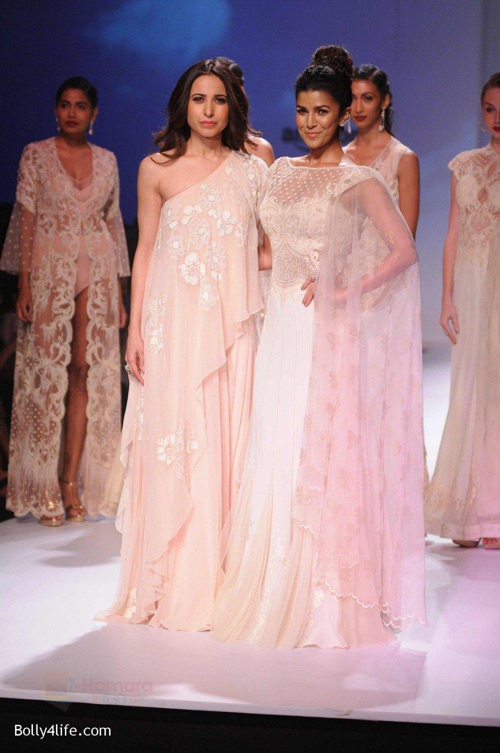 Nimrat-Kaur-walk-the-ramp-for-Mandira-Wrik_s-show-at-Amazon-India-Fashion-Week-on-15th-Oct-2016-7.jpg