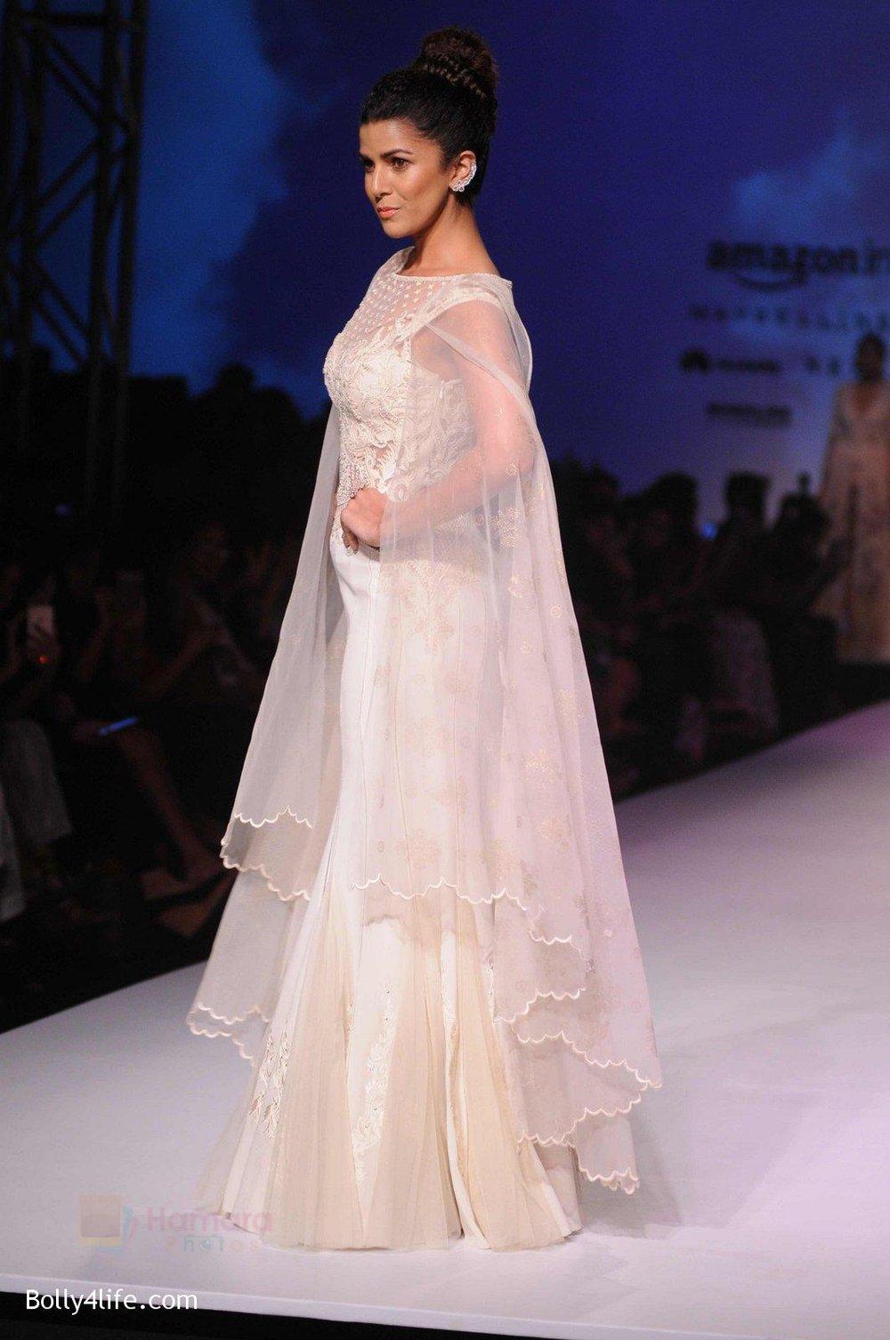 Nimrat-Kaur-walk-the-ramp-for-Mandira-Wrik_s-show-at-Amazon-India-Fashion-Week-on-15th-Oct-2016-42.jpg
