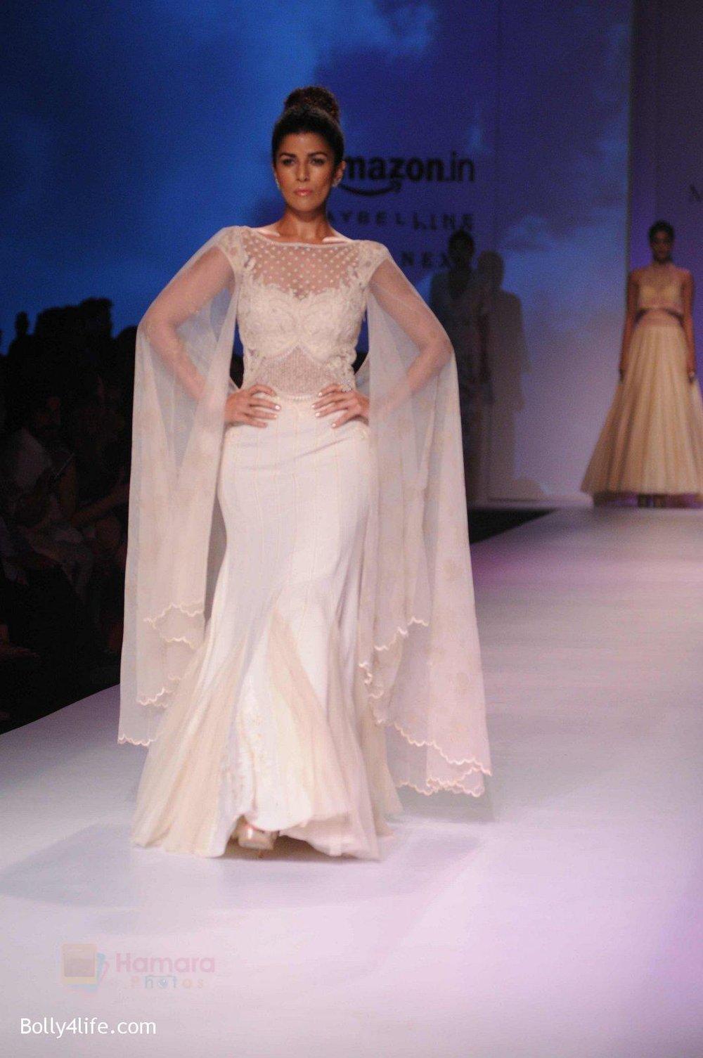 Nimrat-Kaur-walk-the-ramp-for-Mandira-Wrik_s-show-at-Amazon-India-Fashion-Week-on-15th-Oct-2016-43.jpg
