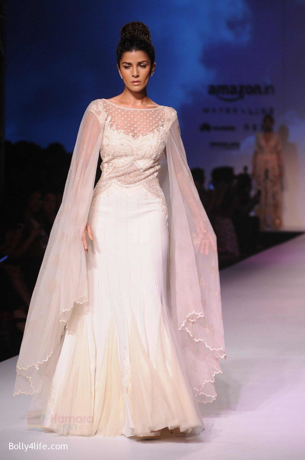 Nimrat-Kaur-walk-the-ramp-for-Mandira-Wrik_s-show-at-Amazon-India-Fashion-Week-on-15th-Oct-2016-45.jpg