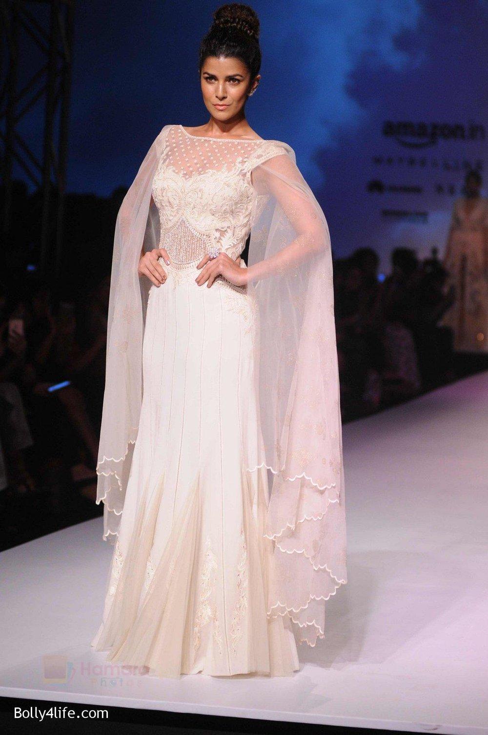 Nimrat-Kaur-walk-the-ramp-for-Mandira-Wrik_s-show-at-Amazon-India-Fashion-Week-on-15th-Oct-2016-47.jpg