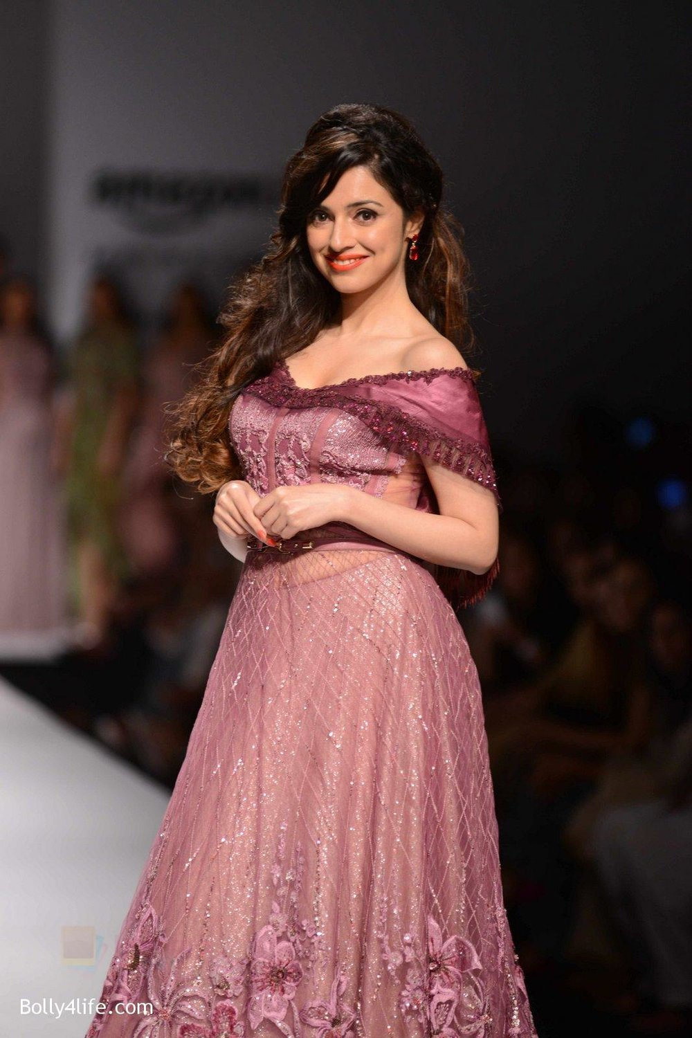 Divya-Khosla-Kumar-walks-for-soltee-by-sulakshna-monga-on-16th-Oct-2016-9.jpg