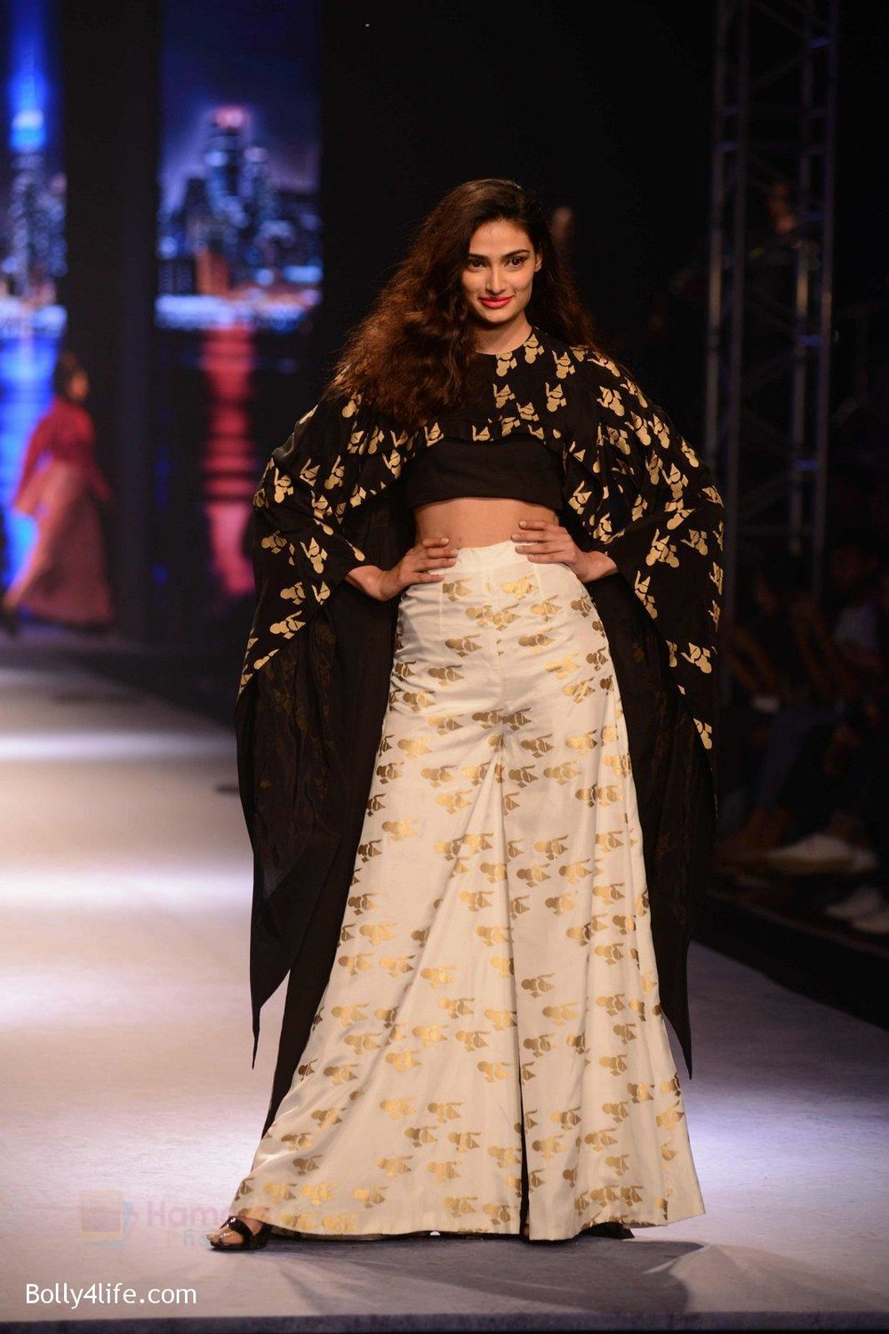 Athiya-Shetty-walks-for-Masaba-at-Amazon-India-Fashion-Week-on-15th-Oct-2016-25.jpg