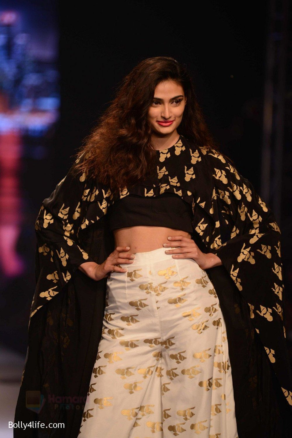 Athiya-Shetty-walks-for-Masaba-at-Amazon-India-Fashion-Week-on-15th-Oct-2016-32.jpg