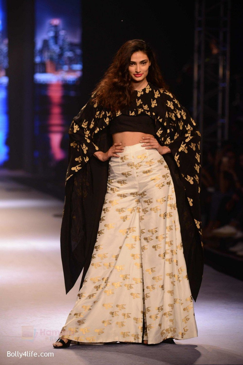 Athiya-Shetty-walks-for-Masaba-at-Amazon-India-Fashion-Week-on-15th-Oct-2016-34.jpg