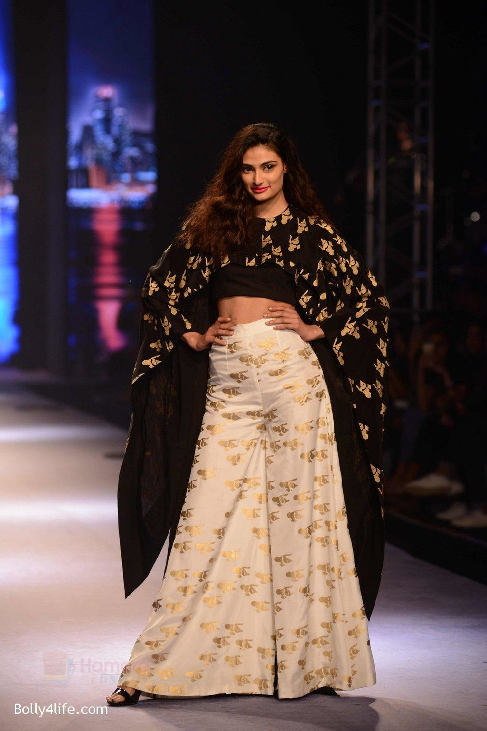 Athiya-Shetty-walks-for-Masaba-at-Amazon-India-Fashion-Week-on-15th-Oct-2016-40.jpg