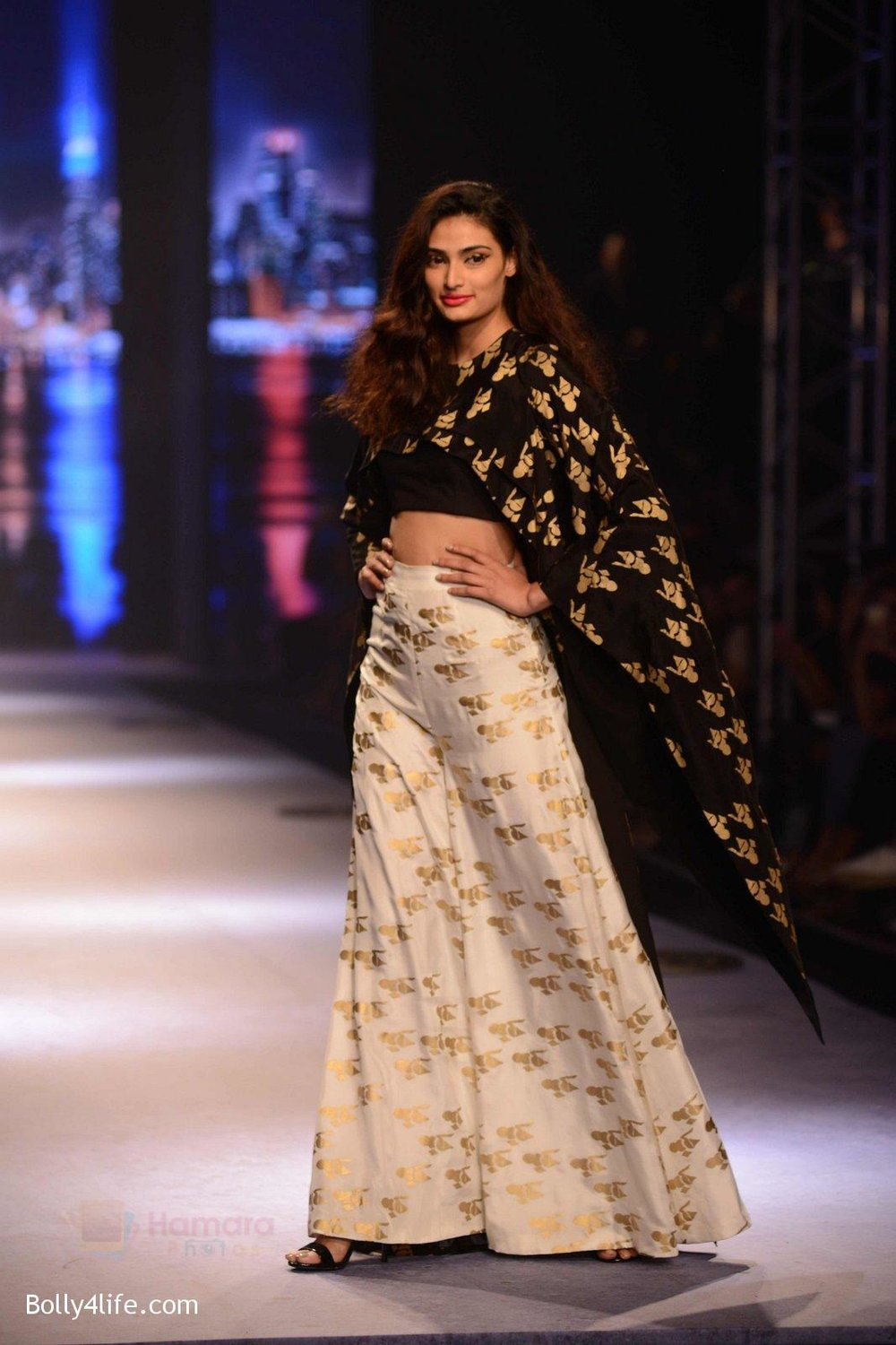 Athiya-Shetty-walks-for-Masaba-at-Amazon-India-Fashion-Week-on-15th-Oct-2016-42.jpg