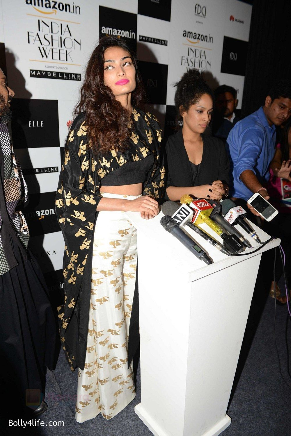 Athiya-Shetty-walks-for-Masaba-at-Amazon-India-Fashion-Week-on-15th-Oct-2016-47.jpg