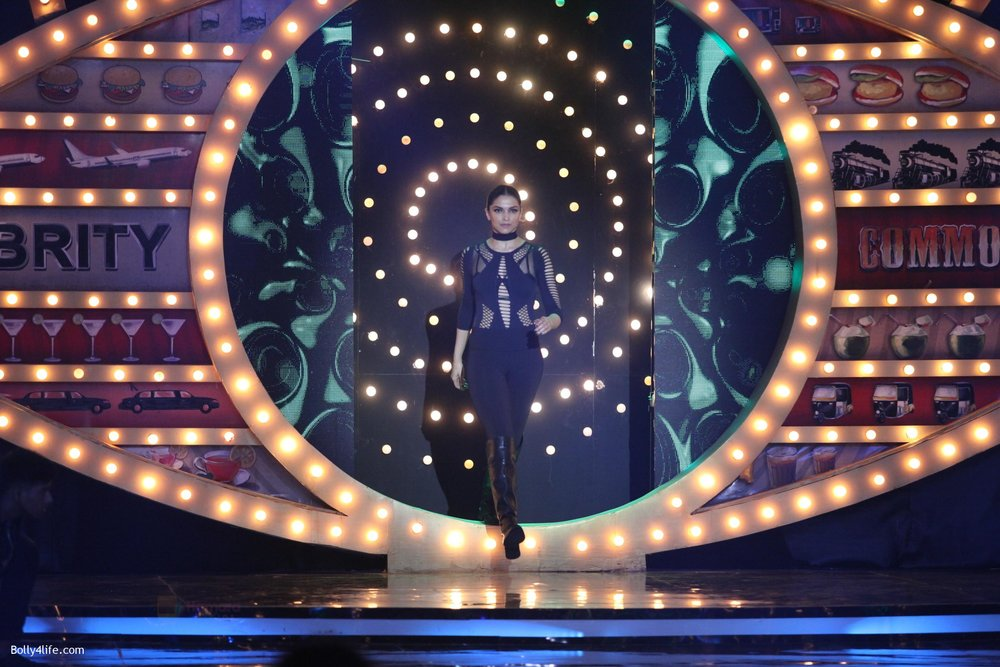 Deepika-Padukone-on-the-premiere-episode-of-Bigg-Boss-10-9.jpg