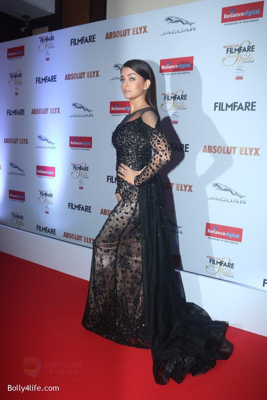 Aishwarya-Rai-Bachchan-at-Filmfare-Glamour-Style-Awards-2016-in-Mumbai-on-15th-Oct-2016-2188.jpg
