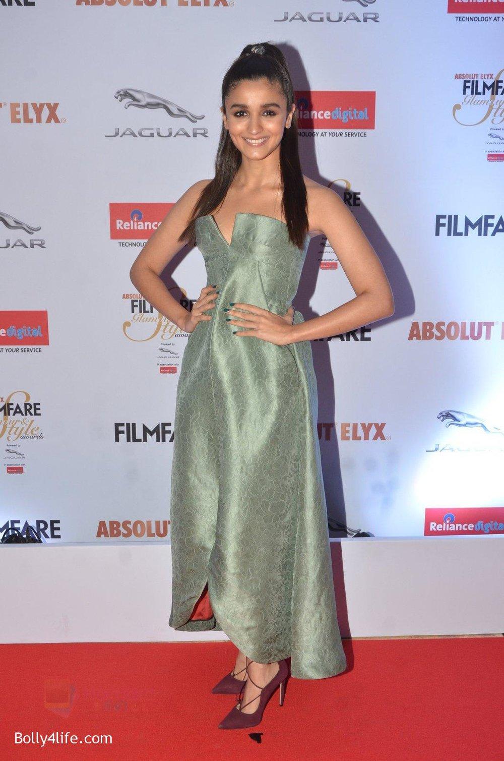 Alia-Bhatt-at-Filmfare-Glamour-Style-Awards-2016-in-Mumbai-on-15th-Oct-2016-1778.jpg