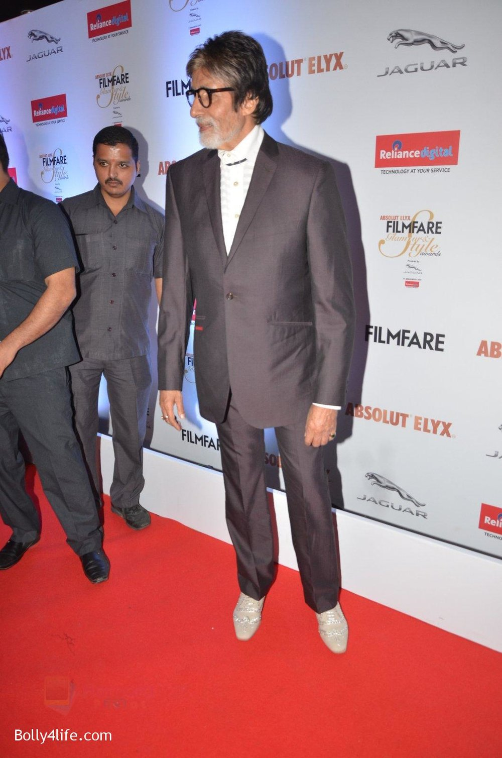 Amitabh-Bachchan-at-Filmfare-Glamour-Style-Awards-2016-in-Mumbai-on-15th-Oct-2016-2187.jpg
