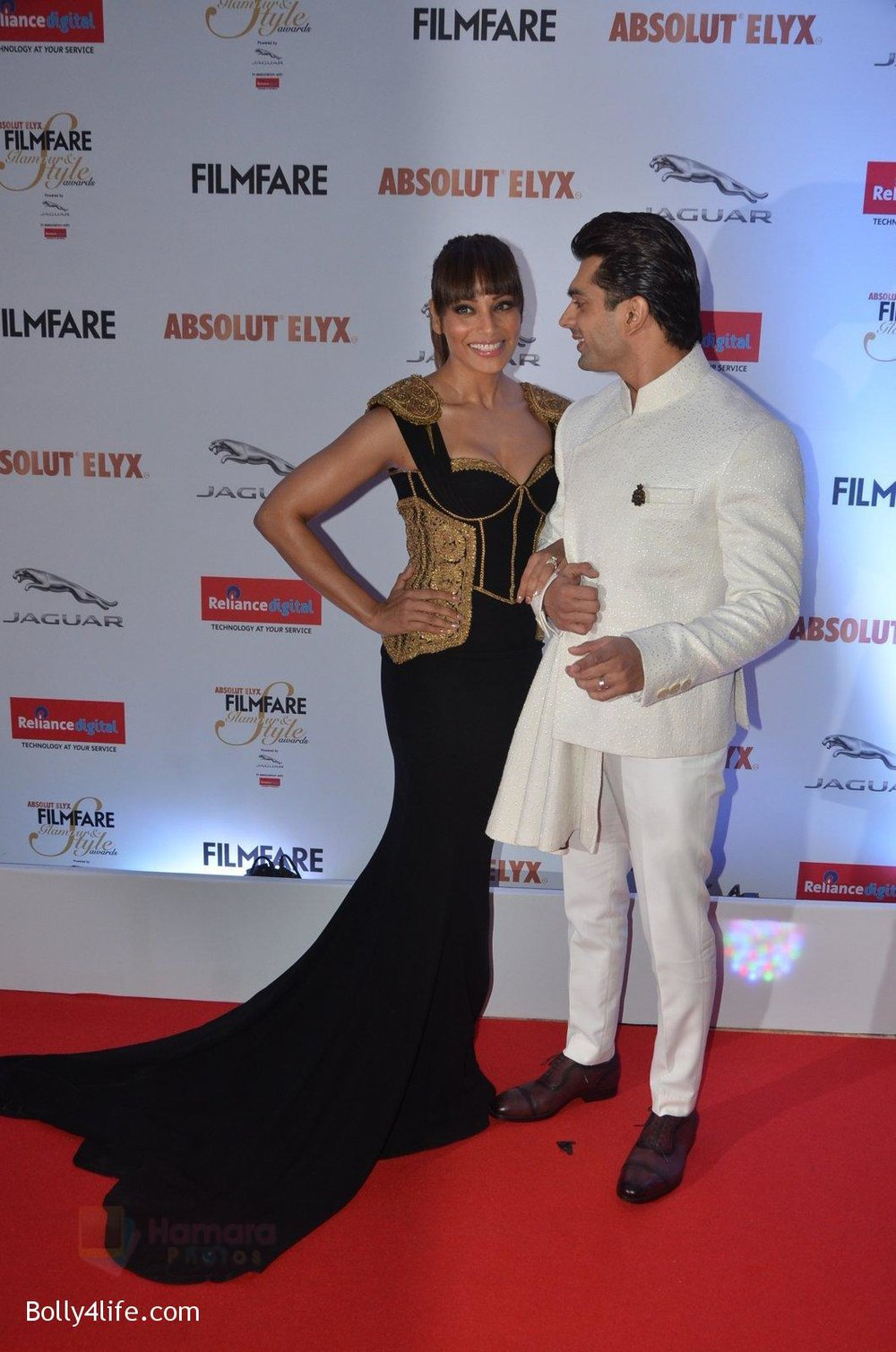 Bipasha-Basu-Karan-Singh-Grover-at-Filmfare-Glamour-Style-Awards-2016-in-Mumbai-on-15th-Oct-2016-1929.jpg