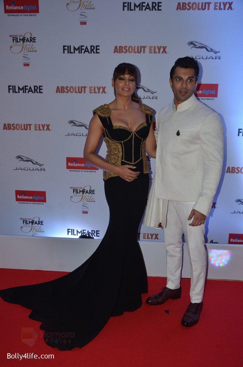 Bipasha-Basu-Karan-Singh-Grover-at-Filmfare-Glamour-Style-Awards-2016-in-Mumbai-on-15th-Oct-2016-1934.jpg