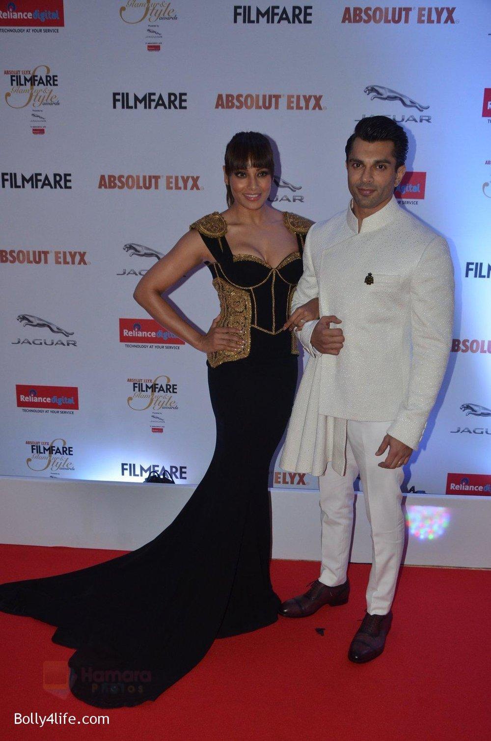 Bipasha-Basu-Karan-Singh-Grover-at-Filmfare-Glamour-Style-Awards-2016-in-Mumbai-on-15th-Oct-2016-1942.jpg