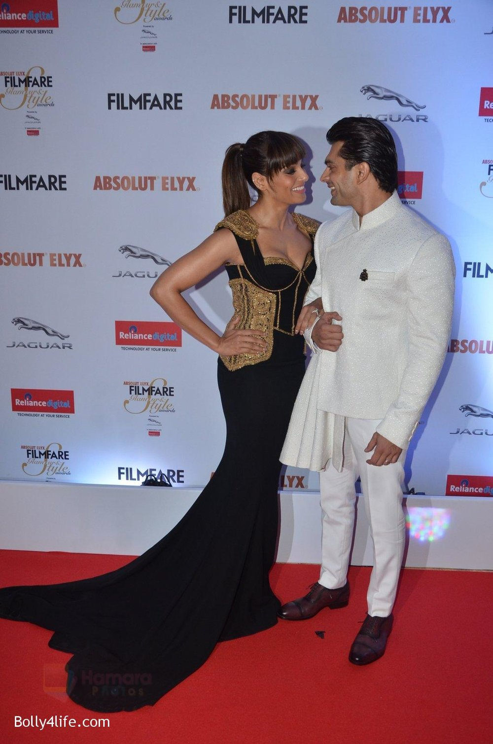 Bipasha-Basu-Karan-Singh-Grover-at-Filmfare-Glamour-Style-Awards-2016-in-Mumbai-on-15th-Oct-2016-1944.jpg