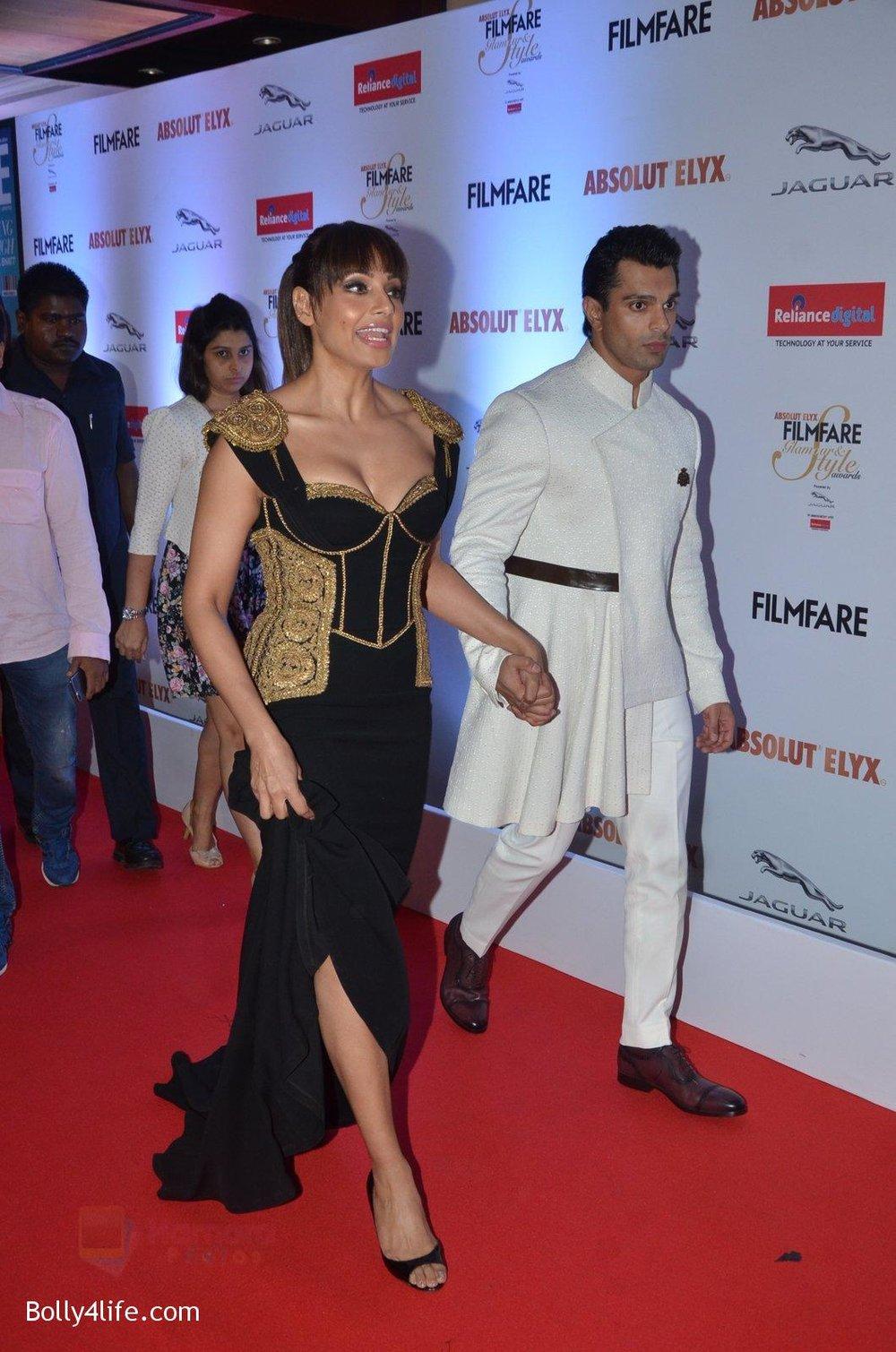 Bipasha-Basu-Karan-Singh-Grover-at-Filmfare-Glamour-Style-Awards-2016-in-Mumbai-on-15th-Oct-2016-2144.jpg