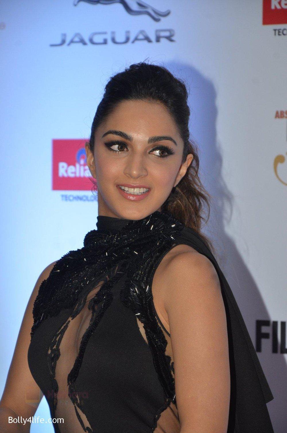 Kiara-Advani-at-Filmfare-Glamour-Style-Awards-2016-in-Mumbai-on-15th-Oct-2016-1494.jpg
