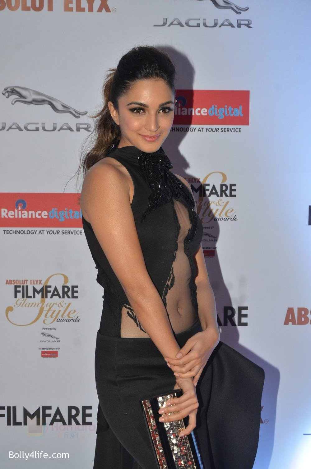Kiara-Advani-at-Filmfare-Glamour-Style-Awards-2016-in-Mumbai-on-15th-Oct-2016-1497.jpg