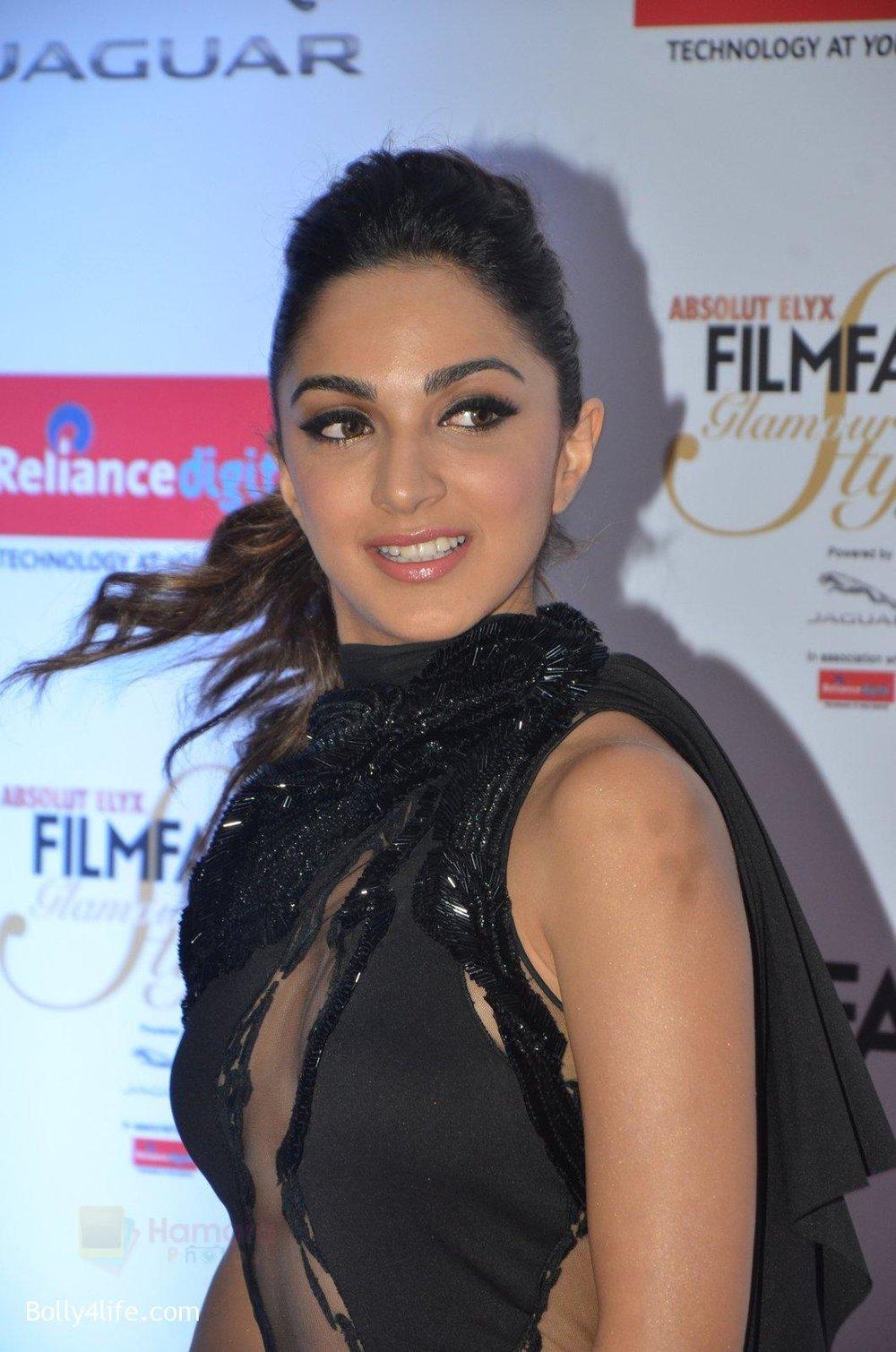 Kiara-Advani-at-Filmfare-Glamour-Style-Awards-2016-in-Mumbai-on-15th-Oct-2016-1505.jpg