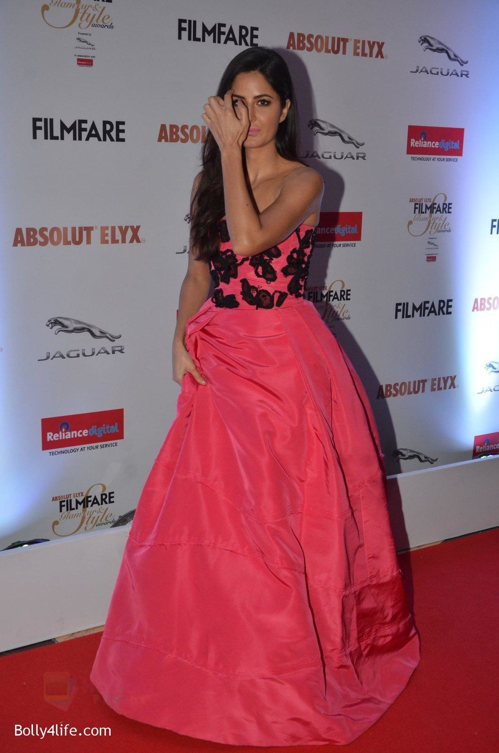 Katrina-Kaif-at-Filmfare-Glamour-Style-Awards-2016-in-Mumbai-on-15th-Oct-2016-1948.jpg